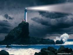 маяк на вершине скалы